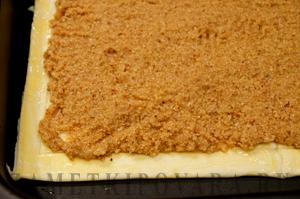 Слоеный пирог с вишней и миндальным кремом