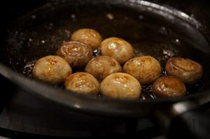 Рисовые шарики с грибами