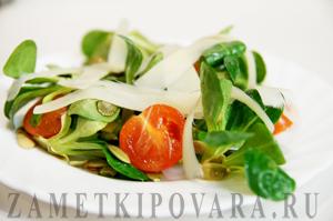 Салат корн с помидорами и пармезаном