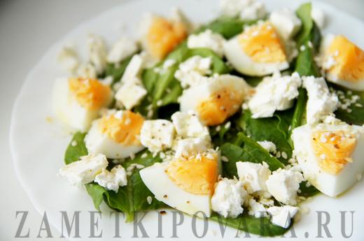 Салат из свежего шпината с сыром