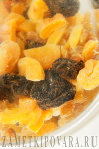 Постный плов из макарон-рисин с сухофруктами