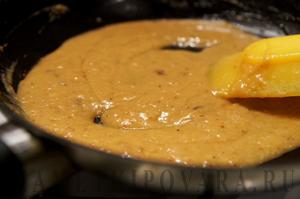 Жареная скумбрия с шампиньонами и сливочным соусом