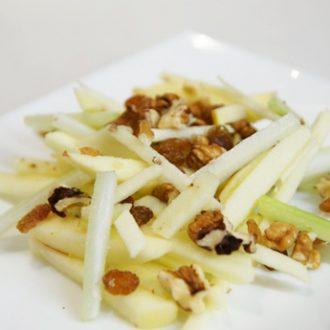 Вальдорфский салат с яблоками и сельдереем