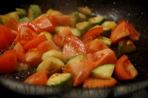 Овощное соте с курицей и грибами