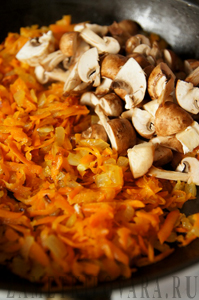 Фаршированные кальмары с грибами и рисом