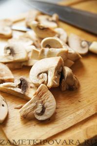 Пирог Киш-Лорен с грибами и помидорами