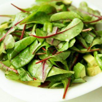 Салат из мангольда и авокадо