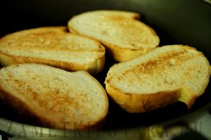 Бутерброды с помидорами и мангольдом