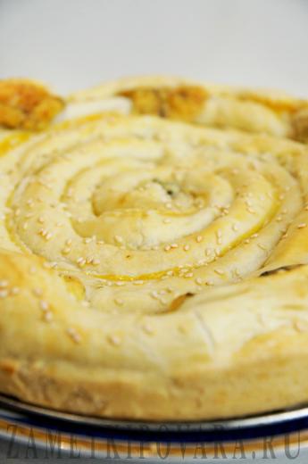 Слоеный пирог-улитка с сыром