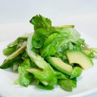Салат из зеленого яблока и авокадо