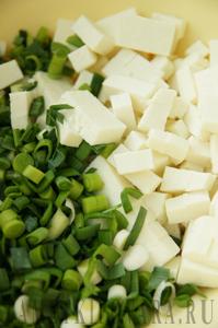 Рулет из лаваша с адыгейским сыром и зеленью чеснока