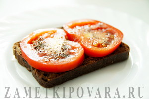 Бутерброды с помидором и пюре из гороха Нут