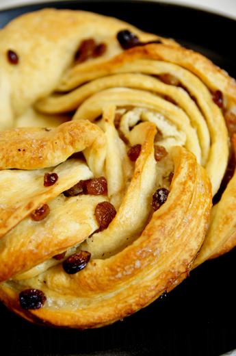 Пирог-плетенка с изюмом