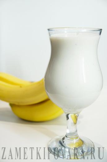 Смузи с творогом и бананом