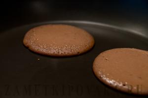 Шоколадные панкейки с шоколадным соусом