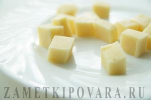 Чернослив в беконе с сыром и орехами
