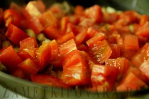 Омлет с помидорами и грибами