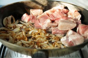 Тушеная свинина с фасолью