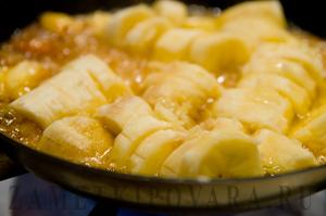 Коричные панкейки с карамелизованными бананами