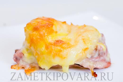 Курица, запеченная с ананасом и сыром