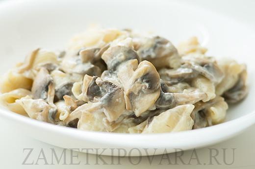 Макароны в сметанно-грибном соусе
