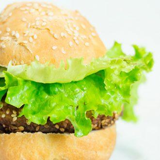 Вегетарианский гамбургер с котлетой из нута