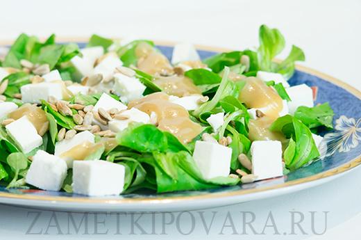 Салат из корна с адыгейским сыром и горчичным соусом