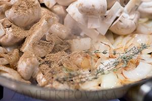 Запеченный карп, фаршированный грибами