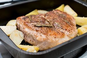 Запеченная свинина с картофелем