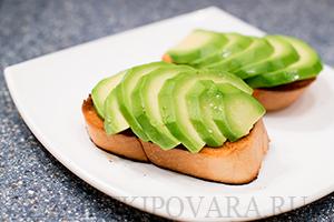 Теплые бутерброды с авокадо по-мексикански