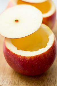 Запеченные яблоки, фаршированные овсянкой и финиками