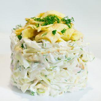 Салат из белокочанной капусты с курицей и яичными блинчиками