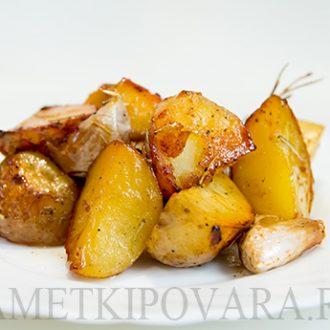 Картофель, запеченный с розмарином и медом