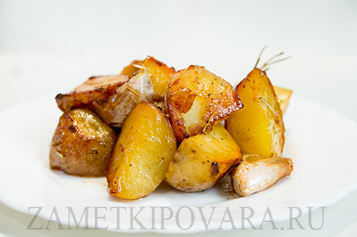 Картофель, запечённый с розмарином и медом
