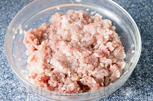 Мясные тефтели с рисом в сметанно-томатном соусе