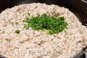 Картофельные оладьи с грибным соусом