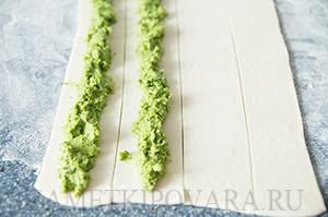 Пирог-улитка со шпинатом и сыром