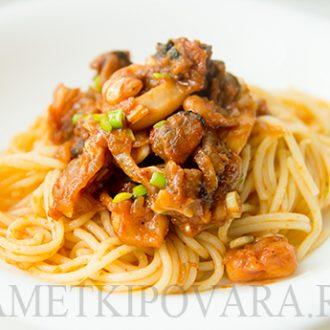 Паста с морепродуктами и томатным соусом