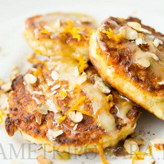 Сырники из зерненого творога с апельсиновой цедрой и медом
