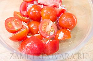 Брускетта с моцареллой и помидорами