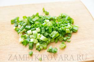 Закуска с сельдью и зелёным луком