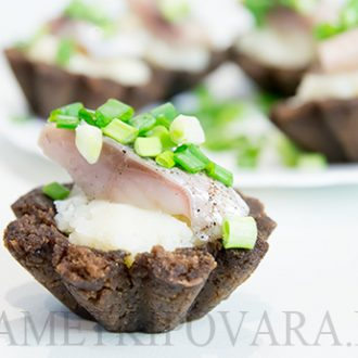 Тарталетки с сельдью и картофельным пюре