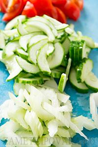 Салат с белой фасолью и овощами