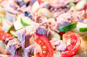 Салат Нисуаз с консервированным тунцом