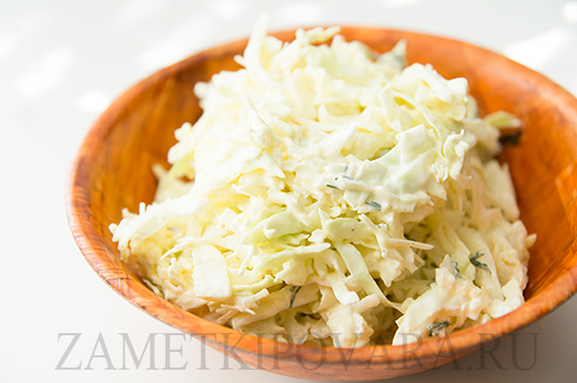 Салат из молодой капусты с сыром Пармезан