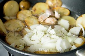 Картофельные медальоны с розмарином