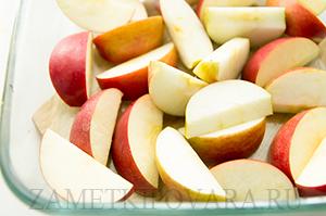 Запеченные утиные ножки с яблоками