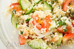 Салат из кус-куса с помидорами и огурцами