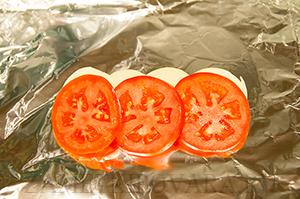 Куриная грудка с овощами, запеченная в фольге
