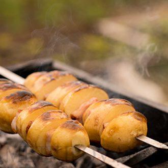 Картошка с грудинкой на мангале
